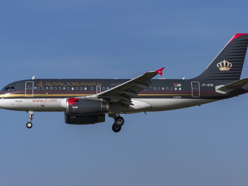 Пассажирский  Airbus A319-100 авиакомпании  Royal Jordanian в небе
