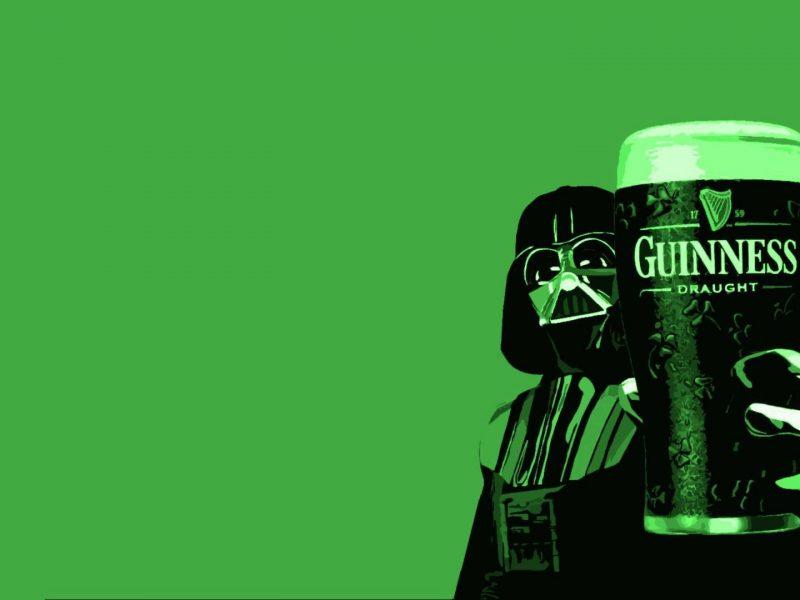 Дарт Вейдер с бокалом пива Guinness