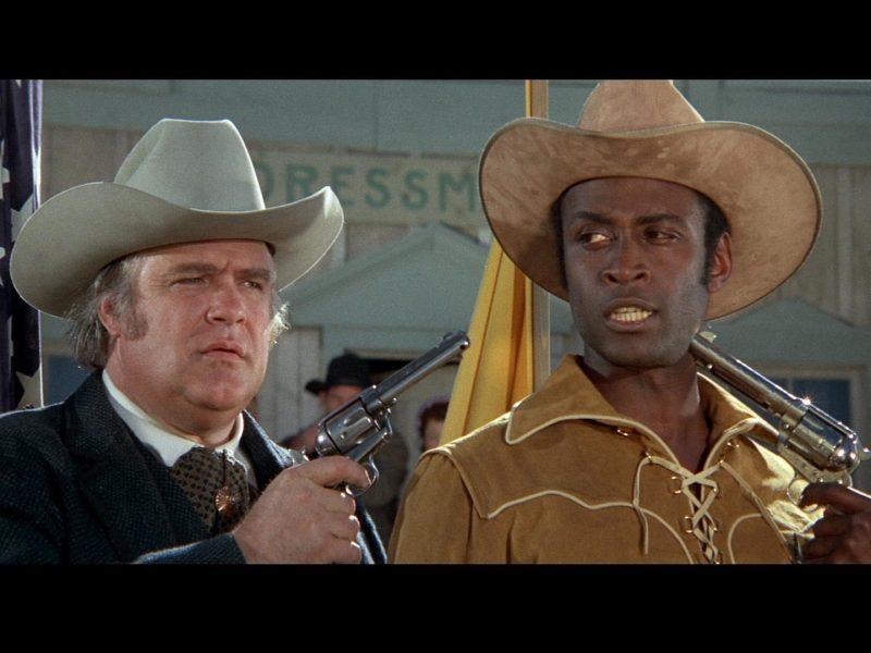 Пистолеты, Кино, Сверкающие сёдла