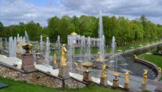 Фонтаны в парке, Петергоф. Санкт Петербург. Россия