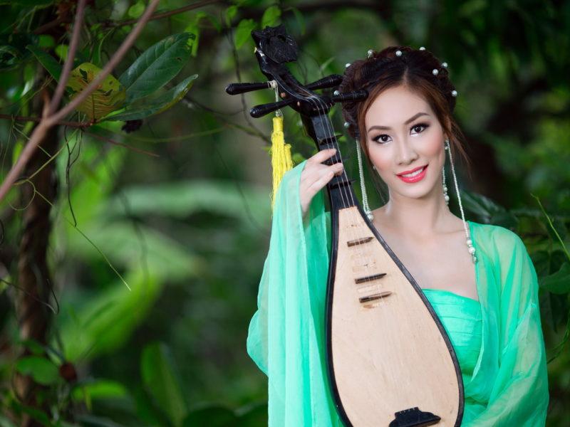Обои взгляд, азиатка, Девушка, музыка
