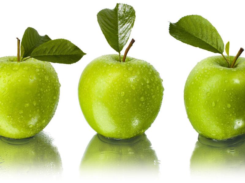 Обои листья, капли, Яблоки, отражение, вода, зелёные