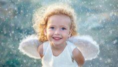 Обои ребёнок, девочка, малышка, кудри, улыбка, платье, крылья, ангел, снежинки для рабочего стола