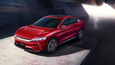 Красный автомобиль BYD Han EV 2020 года