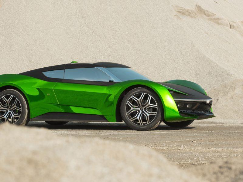 Зеленый автомобиль GFG Vision 2020 года стоит на песке