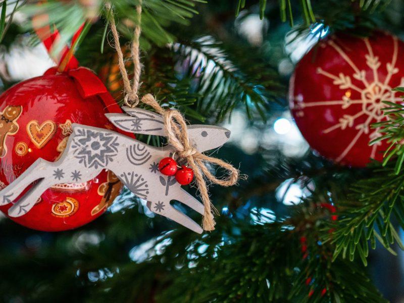 Обои праздник, Новый год, рождество, ёлка, ветки, ель, хвоя, игрушки на рабочий стол.