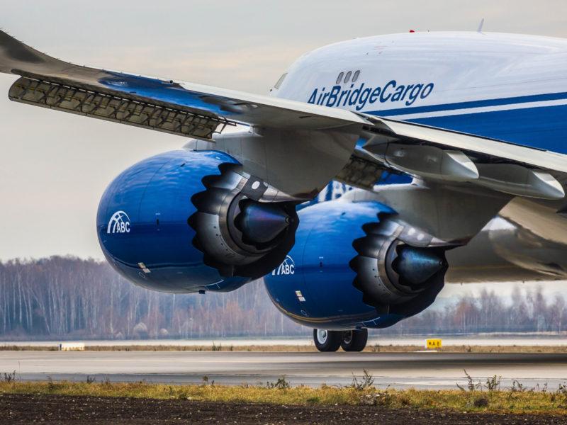 Обои Самолет, Лайнер, Двигатель, Boeing, ВПП, Авиалайнер, Boeing 747, Шасси, Механизация крыла, AirBridgeCargo Airlines, Boeing на рабочий стол.