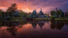 Обои дом, река, закат для рабочего стола