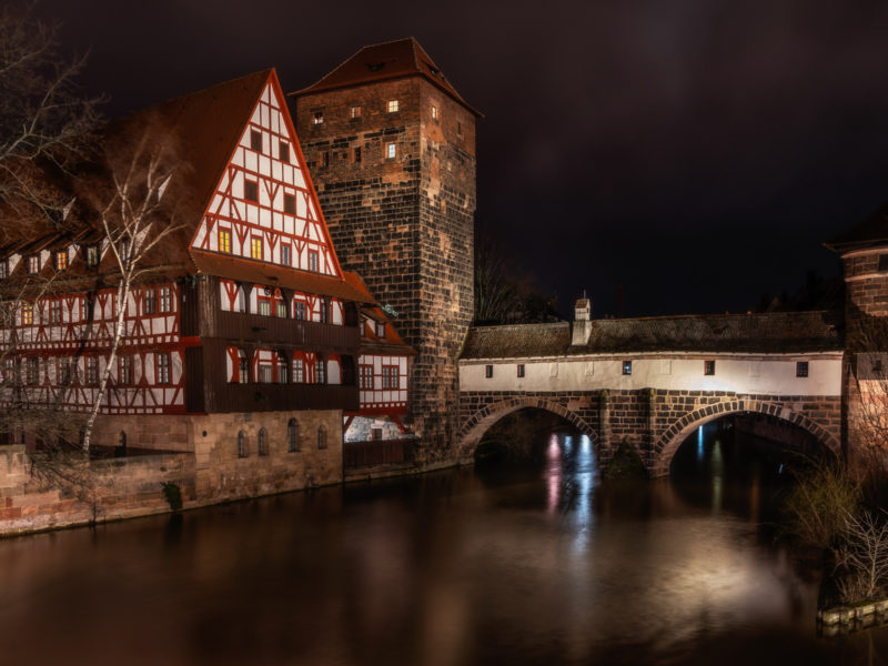 Обои ночь, город, архитектура, дом, река, мост для рабочего стола