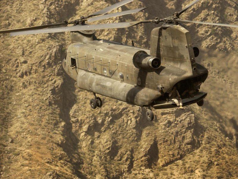 полет, Вертолет, горы, солдаты
