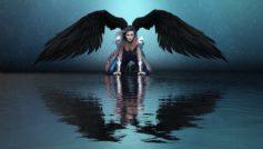 Фантастическая девушка ангел с черными крыльями отражается в воде