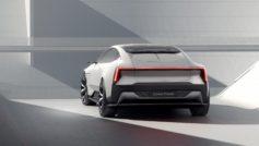 Серебристый автомобиль Polestar Precept 2020 года на фоне серой стены