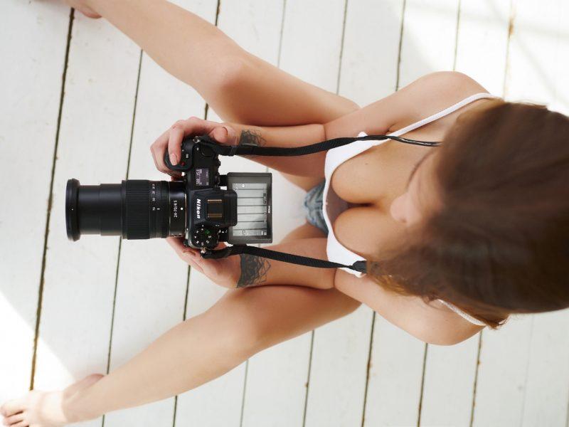 Обои Sergey Yakubitskiy, девушка, фотоаппарат на рабочий стол.