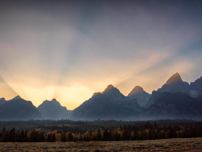 Обои горы, закат, лучи, пейзаж на рабочий стол.