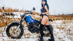 Обои мотоцикл, девушка, зима на рабочий стол.
