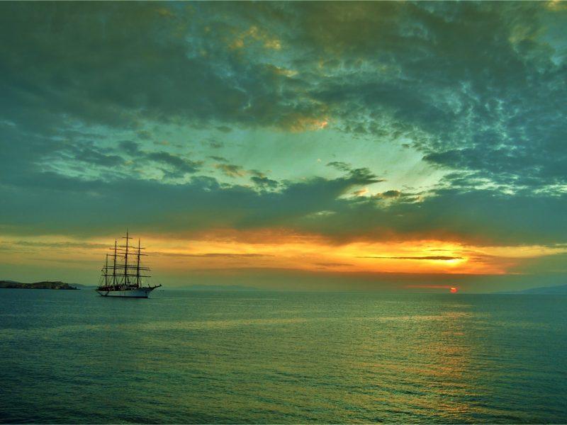 Обои парусник, море, небо на рабочий стол.