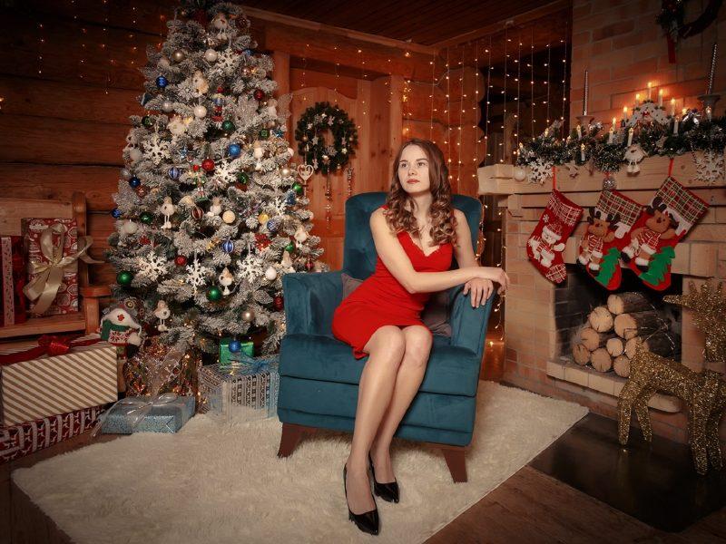 Обои Тимофей Шутов, модель, комната, праздник, елка, подарки, интерьер, предметы на рабочий стол.