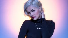 Обои Bebe Rexha, American singer, Gradient background на рабочий стол.